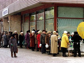 queuing in Moscow in the 90s