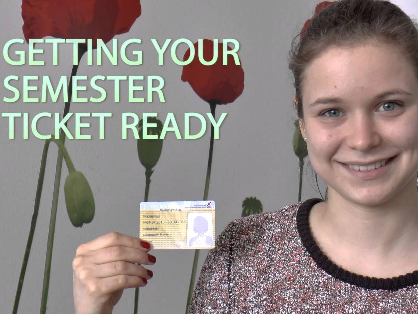 [Translate to English:] Studentin zeigt Semesterticket