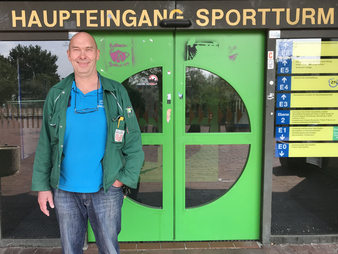 "Günther Süllow in front of the ""Sportturm"""