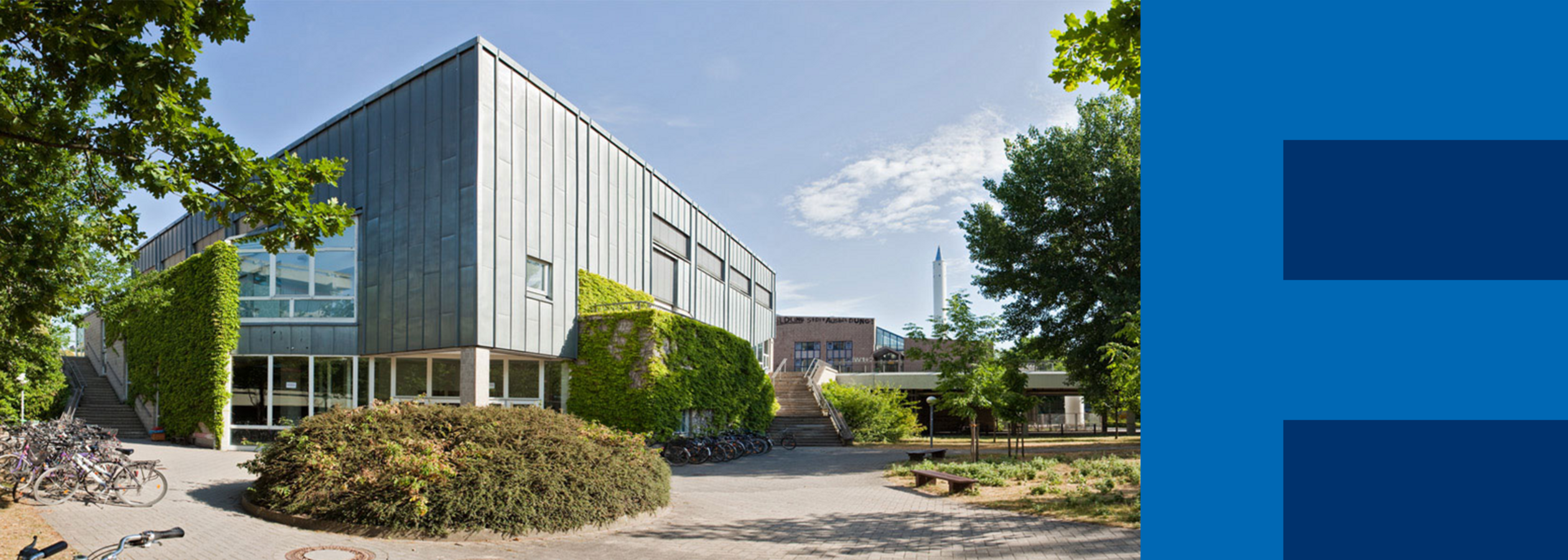 "View of the lecture hall building of the university, called ""Keksdose"""